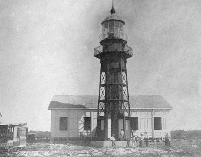 How Many Miles Between >> Isla de Mona Lighthouse, Puerto Rico at Lighthousefriends.com