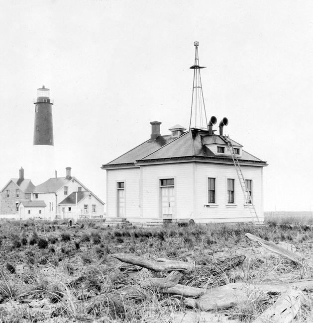 New Dungeness Lighthouse, Washington at Lighthousefriends com