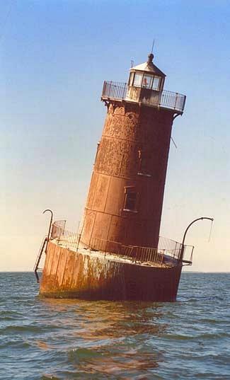 http://www.lighthousefriends.com/ch30.jpg