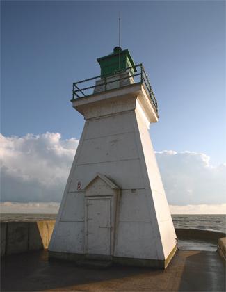 http://www.lighthousefriends.com/dover3_2008.jpg