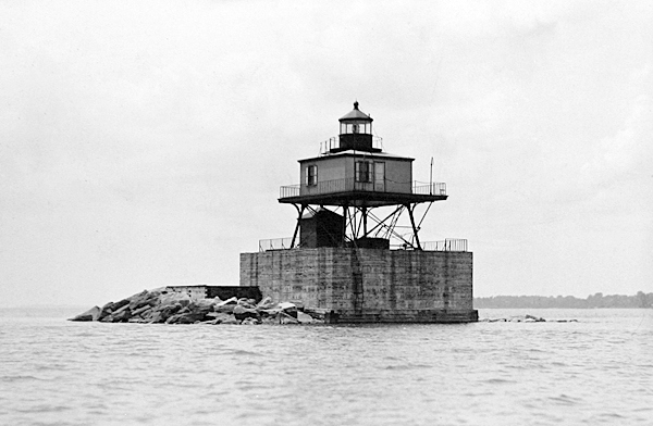 Horseshoe Reef Lighthouse New York At Lighthousefriendscom - Discontinued lighthouse border