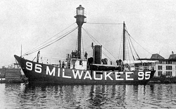 Milwaukee Breakwater Lighthouse, Wisconsin at Lighthousefriends.