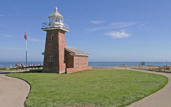 Santa Cruz Lighthouse, California at Lighthousefriends com
