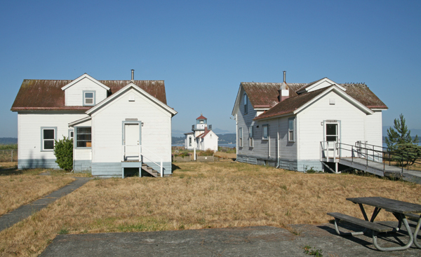 'additional dwelling' from the web at 'http://www.lighthousefriends.com/westpoint3_2006.jpg'